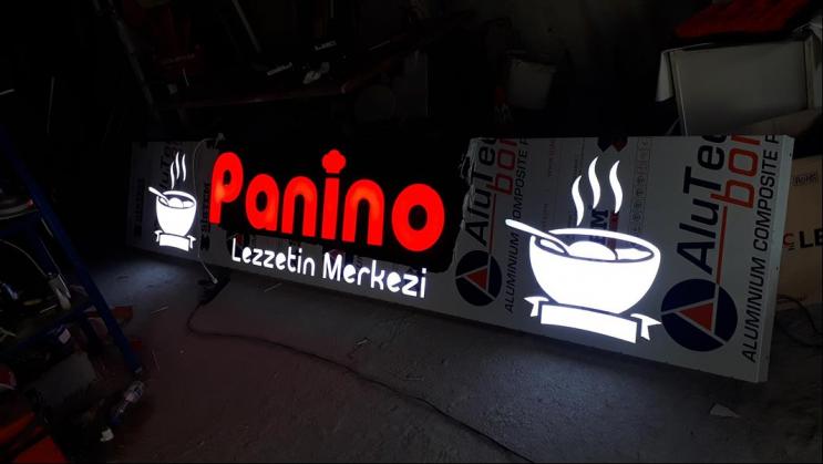 Panino lezzetin merkezi ışıklı tabela
